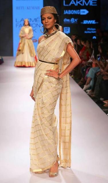 Ritu Kumar Banarasi fashion show
