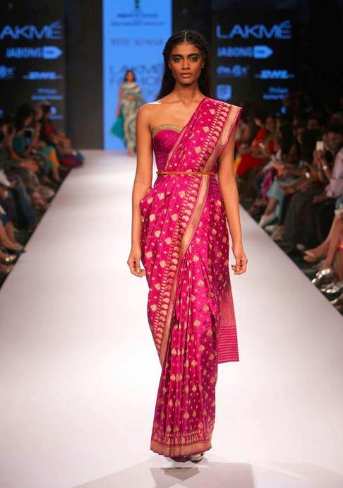 ritu_kumar_banarasi_saree_strapless_blouse_purple_gold
