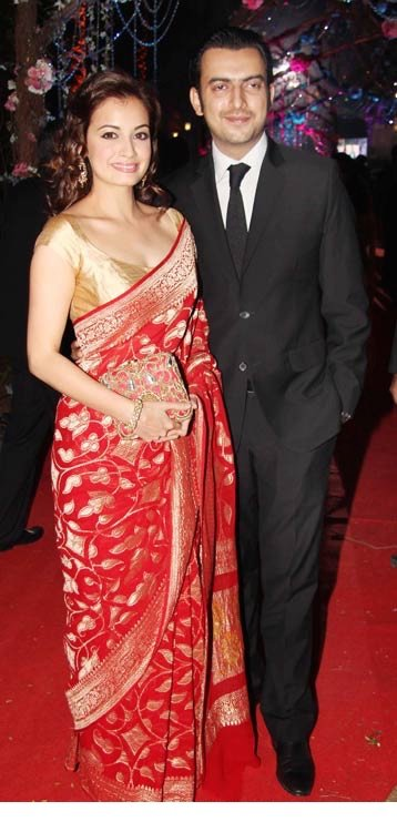 nude pic of diya mirza wearing red saree